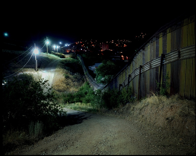 LATINGO BORDER #7, 2010